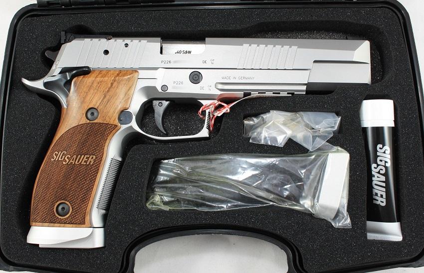 Sig Sauer P226 X-Six Classic Kaliber .40S&W angeboten von B&H Waffenhandel