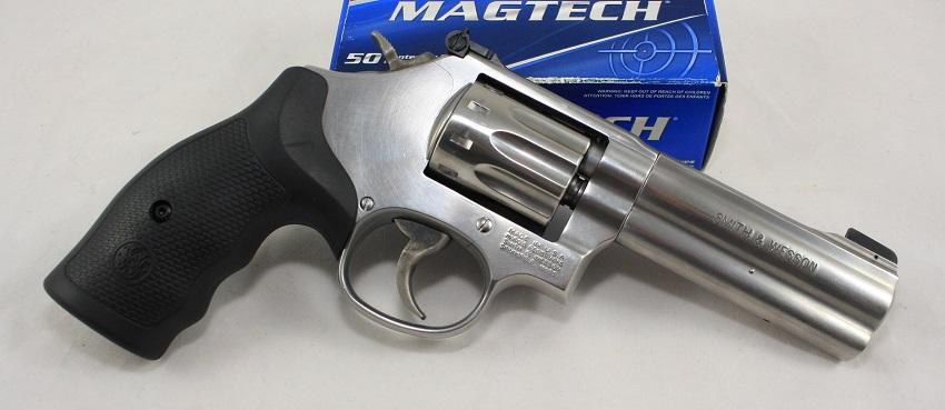 Kleinkaliber Revolver S&W Smith und Wesson Mod. 617 10-Schuss 4 Zoll Lauflänge angeboten von B&H Waffenhandel